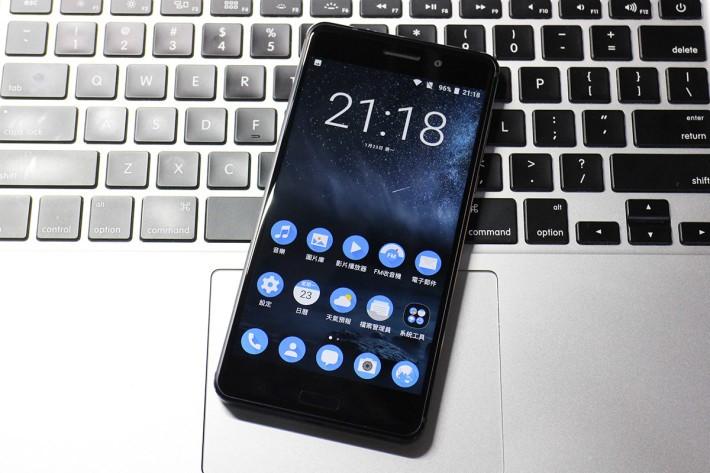 Nokia 6 是水貨,即使運行 Android 7.0 卻不設 Google 服務,但可由沒App drawer 設定回有 App drawer 可使用。