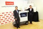 SmarTone 科技總裁鄒金根(左) 與 Ericsson香港及澳門技總裁李仲明 (右) 向媒體介紹5G技術演示。