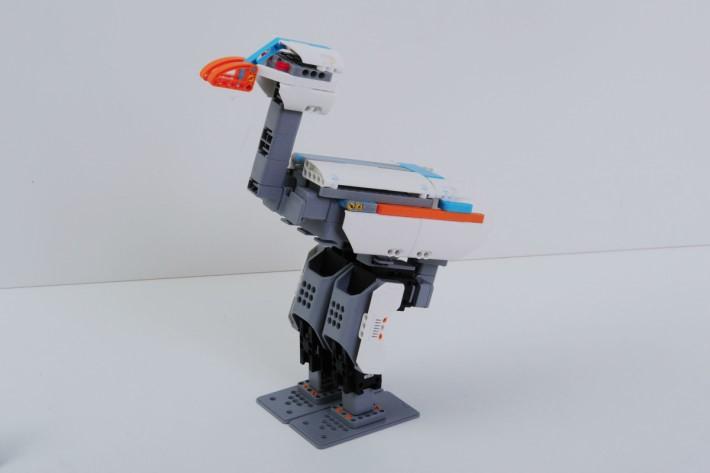 這款模組可砌成鴕鳥、公牛和外形像狗的 MuttBot 3 款,這款是鴕鳥。