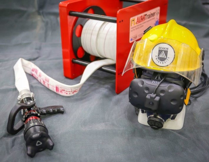 與Vive Tracker一同使用的消防訓練器FLAIM