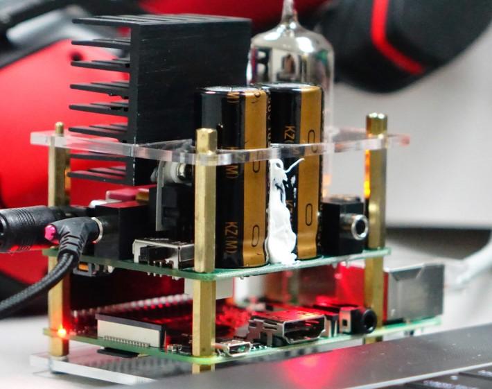 兩支 1000uF Nichicon 電容為 A 類擴音單元提供推力。