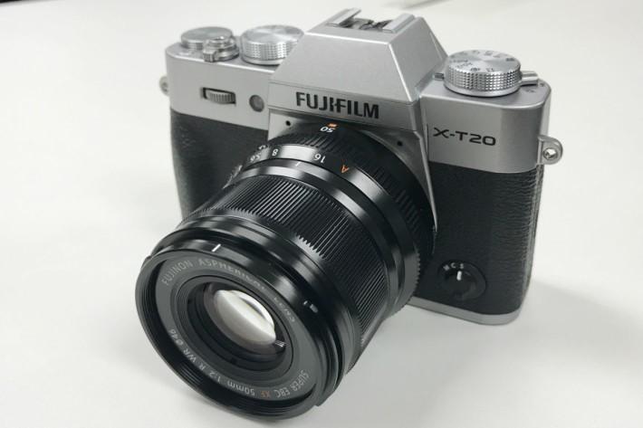 X-T20 有著 2,430 萬像素 CMOS,追貼旗艦機種。