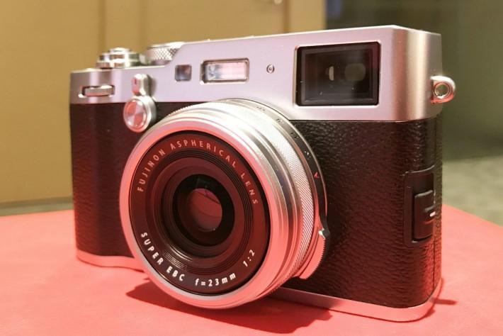 X100F 與前代相比,使用最新的影像感應器及高速影像處理器。