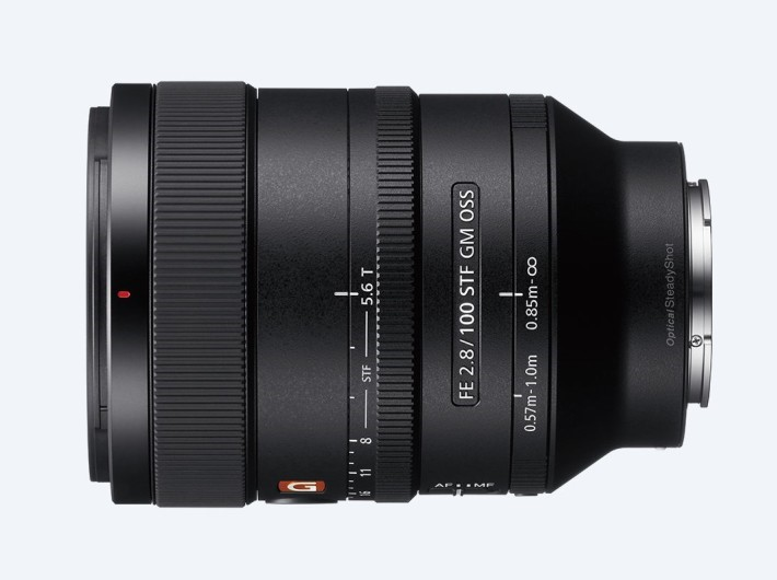 FE 100mm f/2.8 STF GM OSS 光圈環上的 STF 代表平滑轉景對焦(Smooth Transition Focus )。