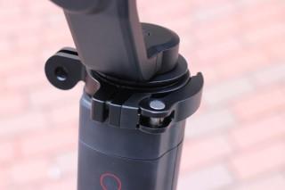 固定環即可將 HERO5 Black 鎖到不同位置,如背包、頭盔甚至單車上面。