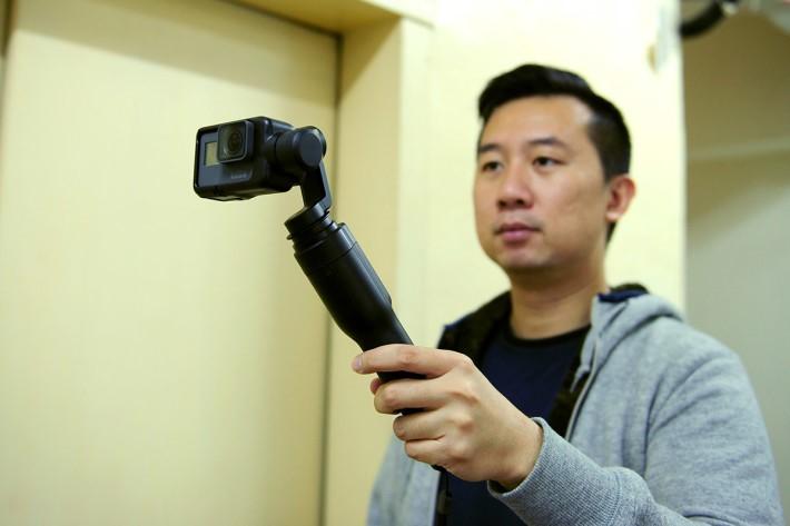 筆者認為雖然可同 Hero 5 Black完美配合及簡單易用,但 Karma Grip 不像其他三軸穩定器般備有搖桿,可在使用時隨意轉動 Action cam 的拍攝角度,彈性有點不足。