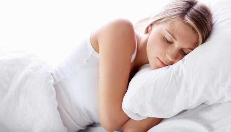 探知睡眠質素免手帶 手機放枕邊就知道