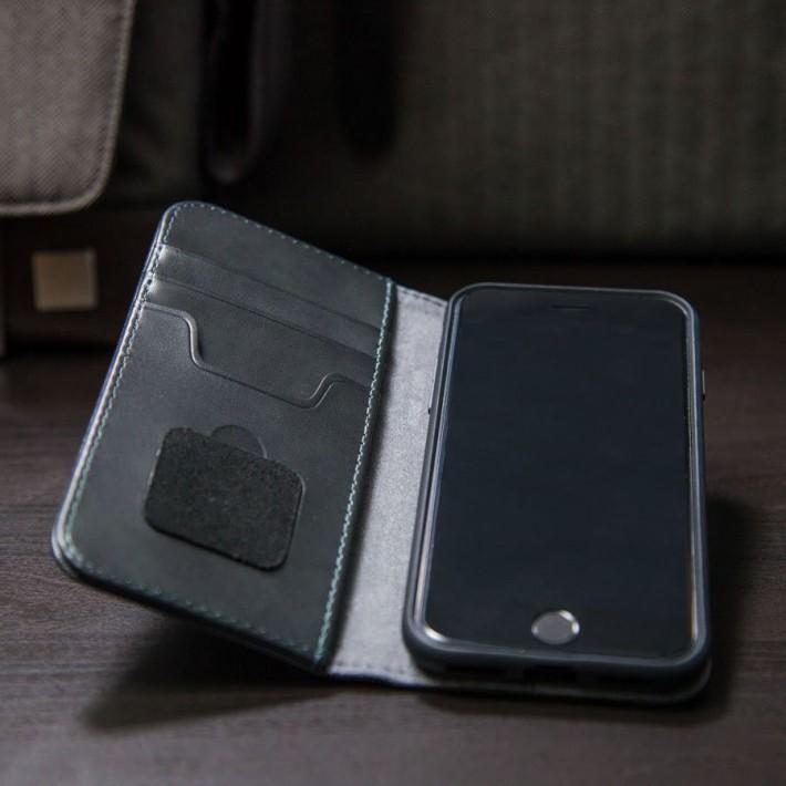 配備三個插卡位,方便大家隨身攜帶信用卡、身份證、卡片、現金等等。