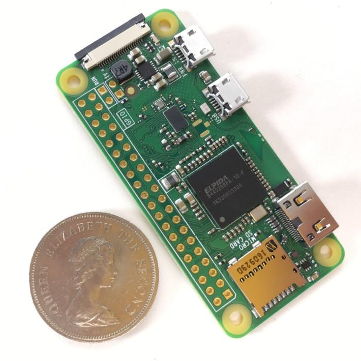 RPi Zero W 只有兩個 1 元硬幣的大小,但就是一部設備齊全的 Linux 電腦。