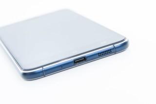 採用 USB Type-C 端子,接頭正反面皆向插入。