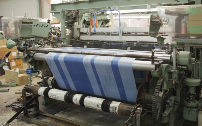新布料是可以經舊有的紡織機織出,隨時可以大量生產。