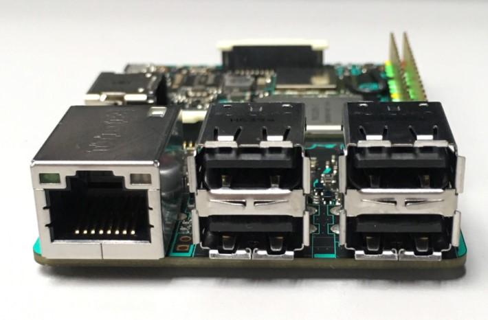 TB 一樣提供四個 USB Type-A 接頭和一個 Ethernet 接頭,不過 Ethernet 就用上 Gb LAN ,有線網絡速度大幅提升。