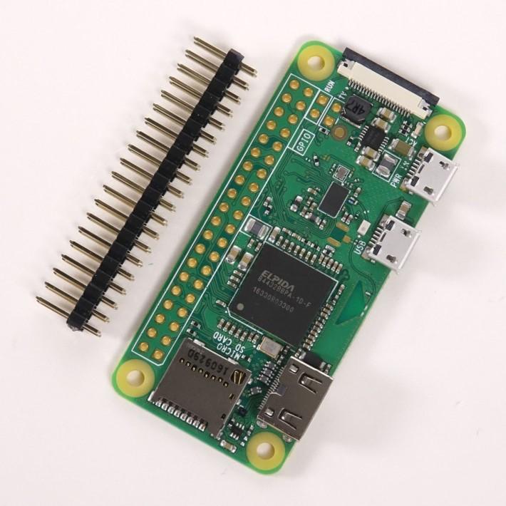 RPi Zero W 的 GPIO 以穿孔設計, Pin Header 可以按需要向前或向後焊上去,而專用機殼也有配合「可前可後」的設計預留空間。