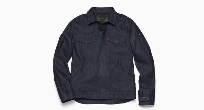 Levi's Commuter smart jacket左邊衣袖藏有智能組件,外表與普通衣服無異。