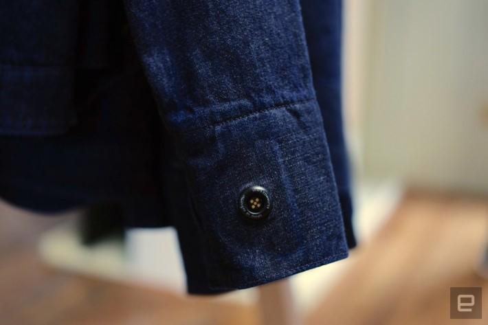 牛仔外套左邊衣袖是使用新布料織造,並嵌有一個 Jacquard 藍牙組件。