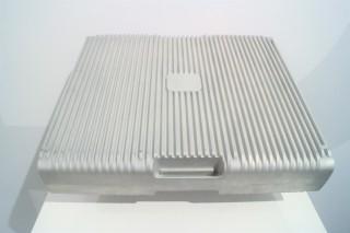Ampd Silo 用上 8 組第四代 EnerCore,內有 224 枚鋰電池。用鋁合金和凹凸設計有助散熱。