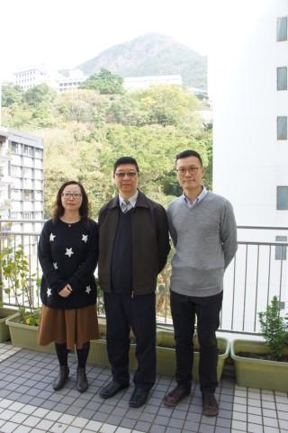 (左至右)明愛胡振中中學譚淑儀助理校長、陳新亨校長和莊慶榮老師於常規課程中,籌辦了創意科技組,讓同學自由參與。