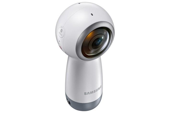 提供前後兩個 840 萬像素影像鏡頭,可以拍出 4K 360 影片。