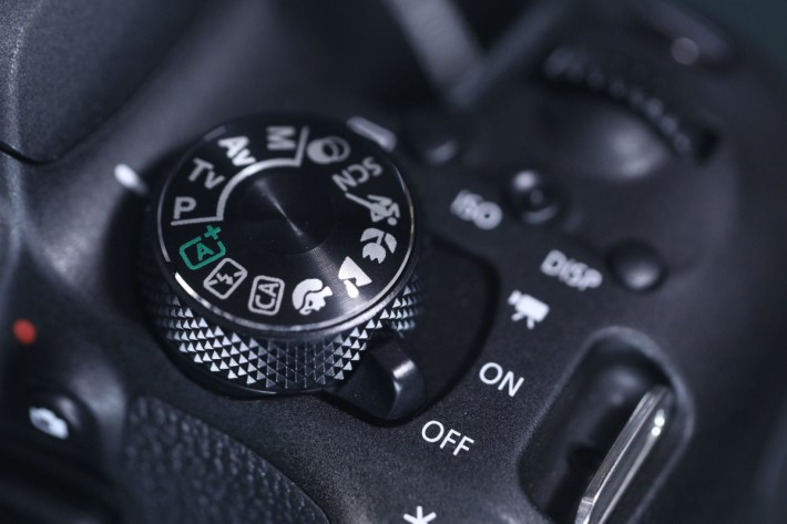 機頂左側的撥桿可切換到拍片模式。