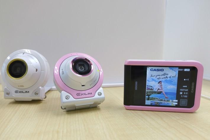 Casio EX-FR100L 有淺粉紅配白,以及全白色選擇。