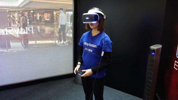 戴上PSVR眼鏡後可以利用手制進行第, 身視點的投球遊戲