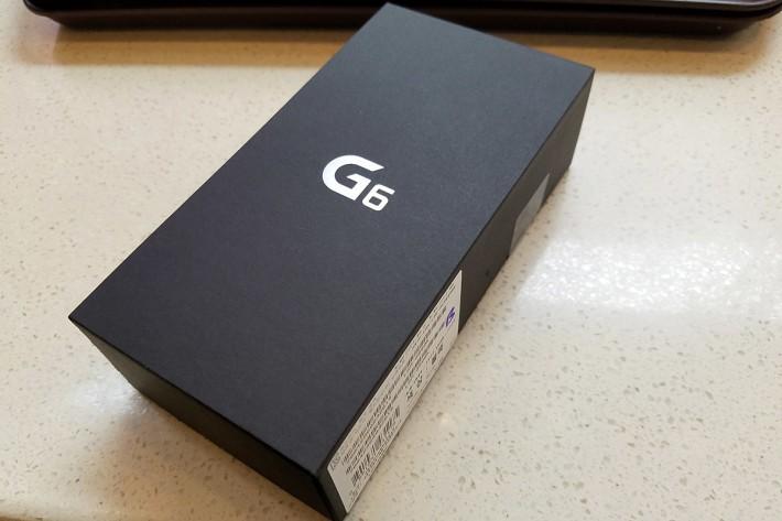 全黑包裝,銀色 G6 Logo,簡單夠型。