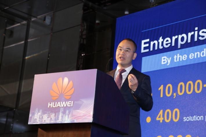 華為香港企業業務總經理潘晨蘇指出,華為透過平台和生態的策略,讓合作夥伴成為本地業界落實數碼轉型的首選。