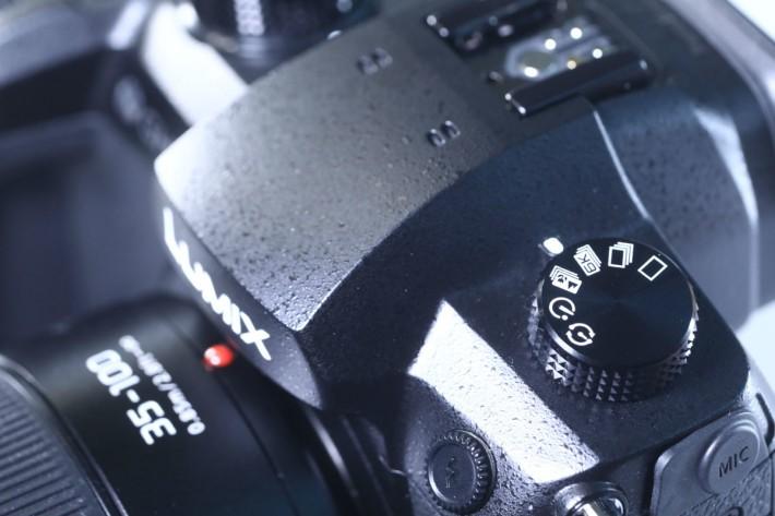機頂左側設有「6K 相片」模式。