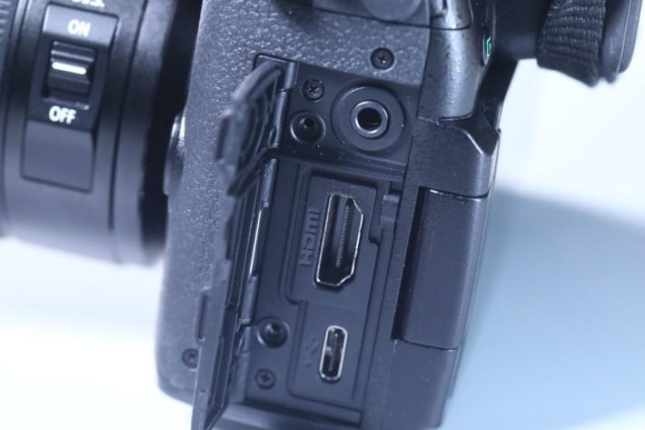既然 GH5 拍片了得,HDMI Type A 端子實在少不得。