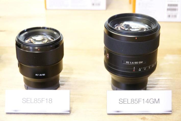 SEL85F18 與另一支旗艦鏡 SEL85F141GM 比較,無論重量及體積都較輕巧。