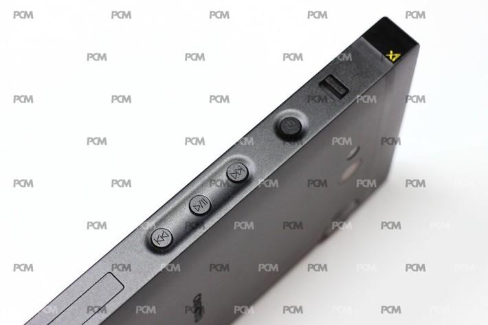 右側是主開關及播放控制,主開關上有個 Lock 鍵,一剔即可鎖定按鍵及屏幕。