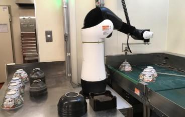 日本吉野家試用洗碗機械人