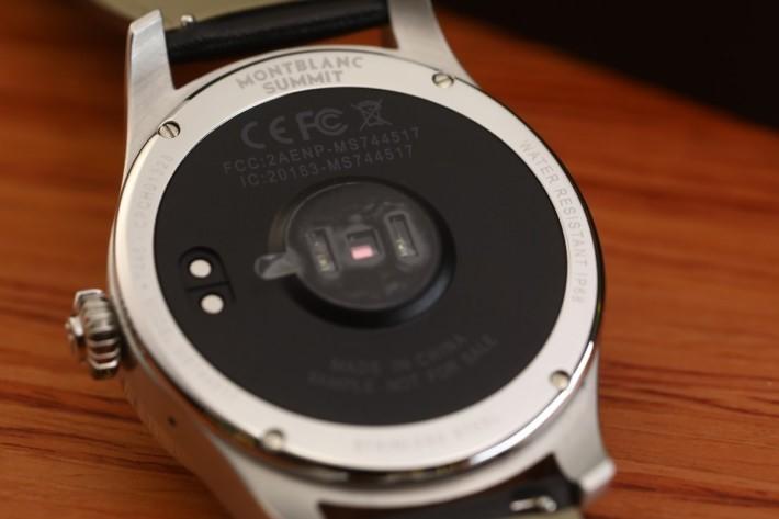 錶底有齊多個感應器。