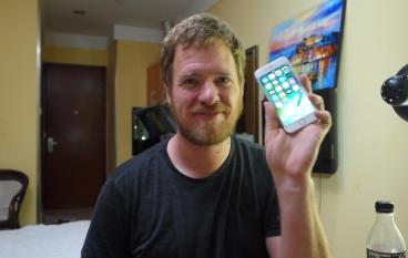 高手在民間 老外深圳買零件砌 iPhone 6s