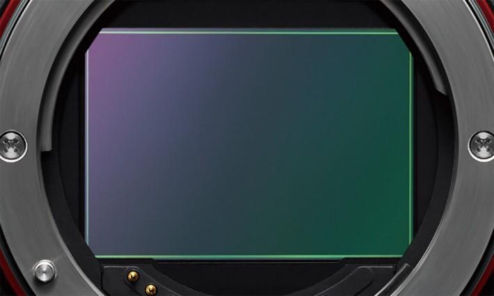 Sony 開發的堆疊型全片幅 CMOS,備有暫存記憶體,提供快 20 倍的讀取速度。