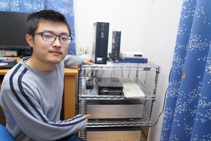 全球最大的 Mastodon 服務站原來是一個大學生放在家裡的小盒子,現在有 8 萬多個註冊用戶。由於他在短短幾日間就搶到全球第一的技術,所以立即被經營日本最大影片網 niconico 動畫的 dwango 挖角了。