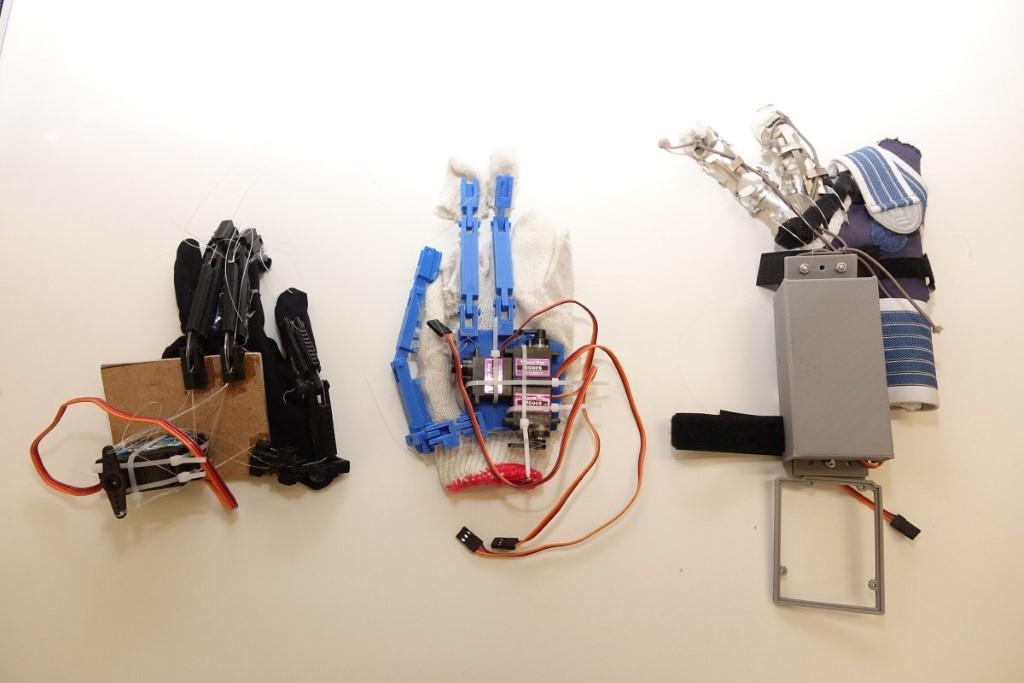 從畢業項目至手套設計,禤彥勳的防震手套經過多個雛型設計。