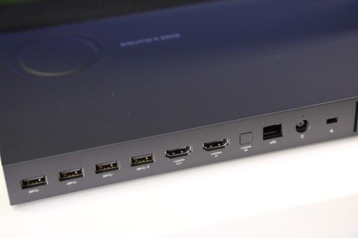 主要外接介面集中於背面,特設 HDMI 顯示輸出及輸入介面,可當作顯示器使用。