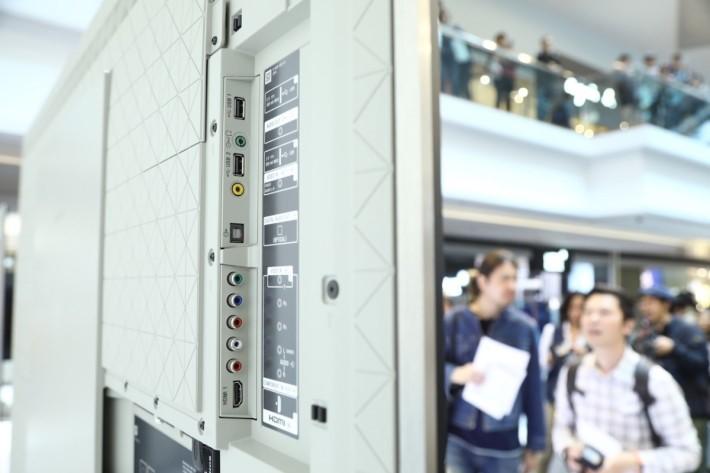 X9300E 改用新的佈線方式,提供全屏蔽機背。