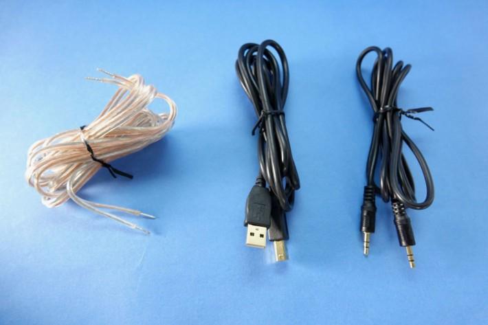 線材亦為大家附上,左起為喇叭線,3.5mm 線以及 USB 線