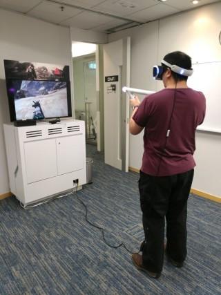 PSVR 的體感射擊遊戲《Farpoint》,將 5 月 16 日發售,遊戲會設有同捆套裝出售。