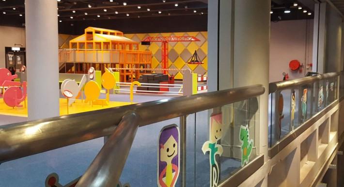 色彩繽紛的兒童天地與藝術家合作,增添展品的美感和教育價值。