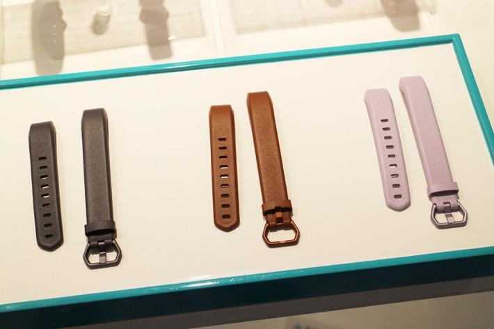 纖巧之餘更可更換不同顏色及設計的手帶,襯衫冇難度。
