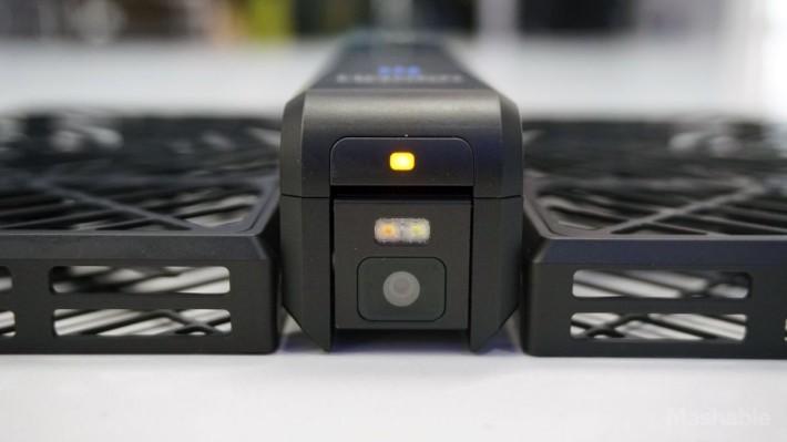 https-2f-2fblueprint-api-production-s3-amazonaws-com-2fuploads-2fcard-2fimage-2f245719-2fhover-camera-hands-on-7-1476649068061