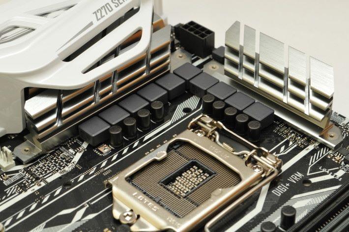 CPU 部分採用多達 10 相數碼供電。