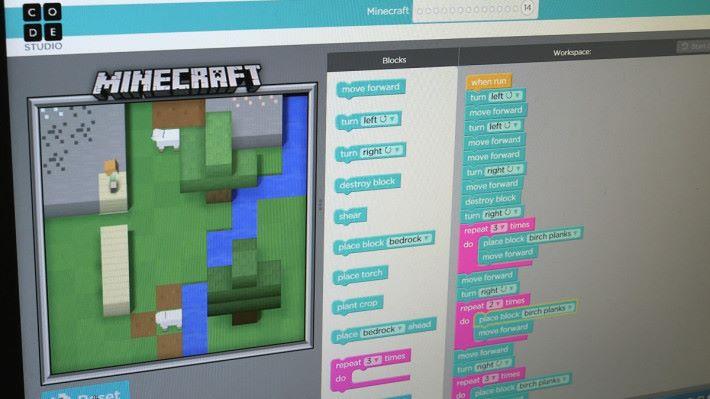 Minecraft 不止是電腦遊戲,也是一套學習電腦編程的工具,在 Hour of Code 的活動中也可見。