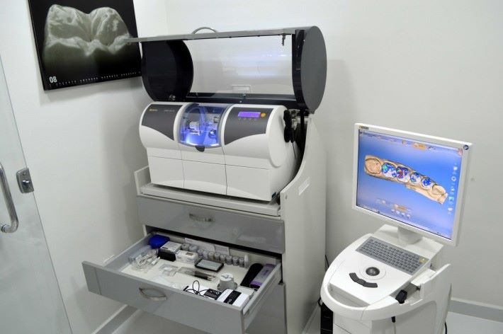 近年牙科會運用 3D 掃瞄及打印,也是 CAD 的一種發展。