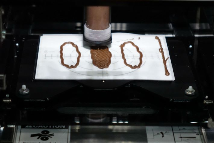 Step 4:待食物打印機列印食物,再放入焗爐即可。