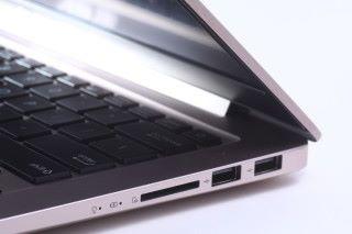 另一側兩組 USB 介面僅為 2.0 規格。