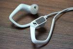 .左右耳筒外有內置收音咪。